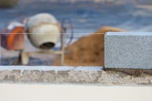 układanie bloczków z betonu