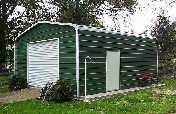 elegancki garaż blaszany z drzwiami bocznymi